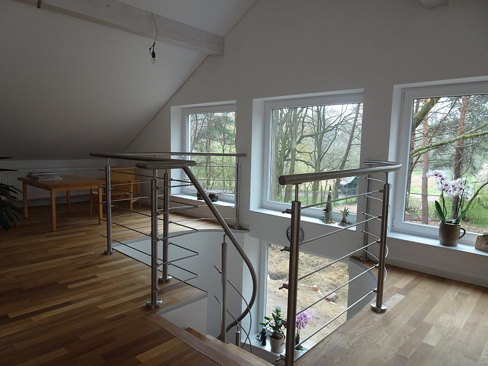 gel nder treppe innen hausidee. Black Bedroom Furniture Sets. Home Design Ideas